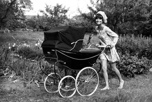 odri-hepburn-bebi-kolica