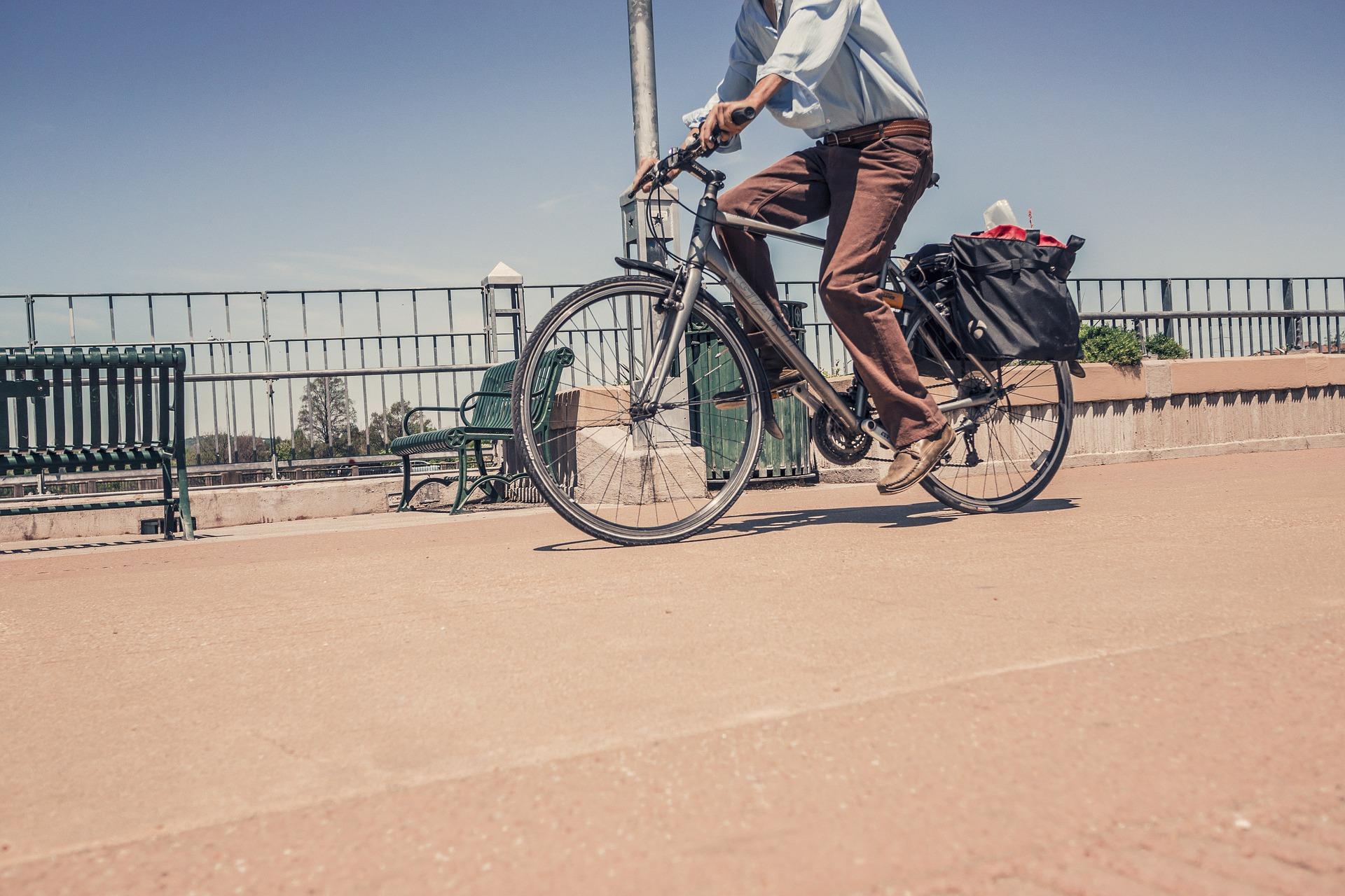 biciklista u gradu