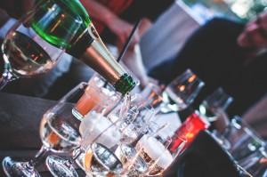 Šampanjac i čaše